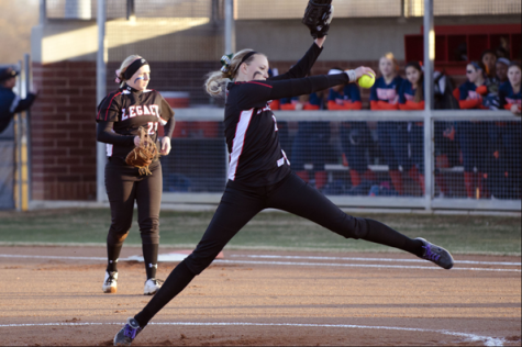 Softball Works To Improve Defense, Aims For State