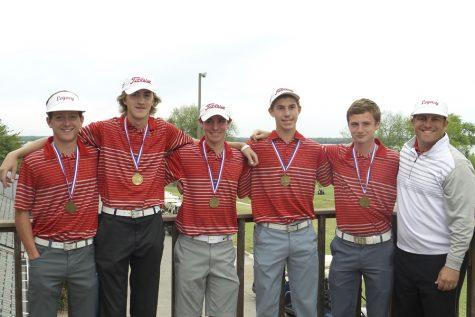 Boys' Golf Advances to State Tournament