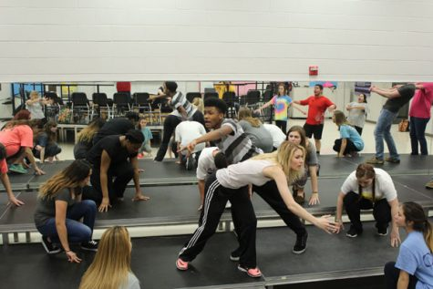 Show Choir Prepares for Upcoming Season